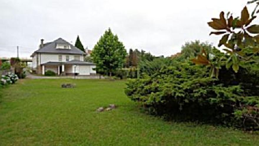 375.000 € Venta de casa en Oleiros 285 m2, 5 habitaciones, 3 baños, 1.316 €/m2...