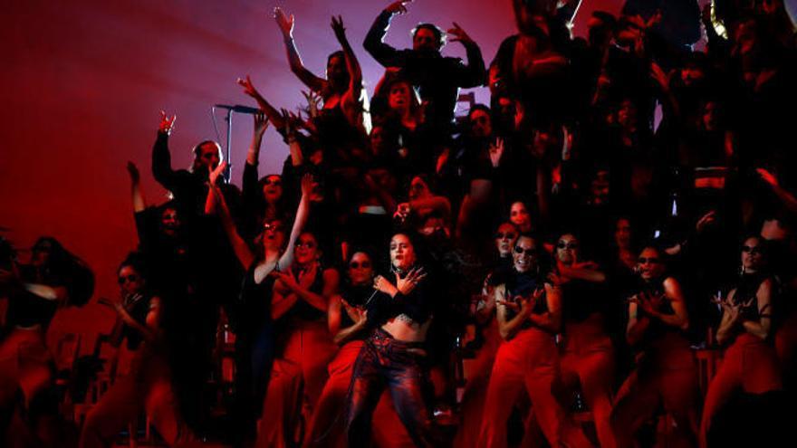 Rosalía da brillo en Sevilla a unos premios MTV EMA con acento femenino