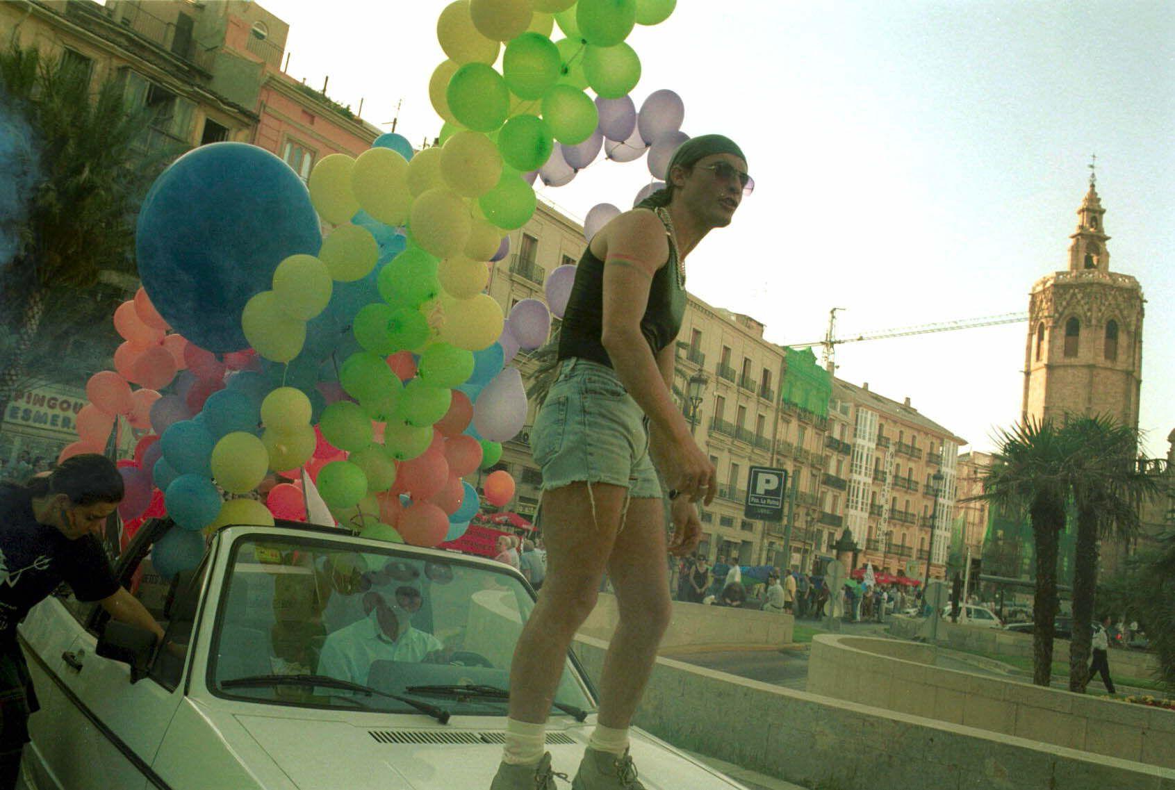 Manifestación LGTBI València 2001