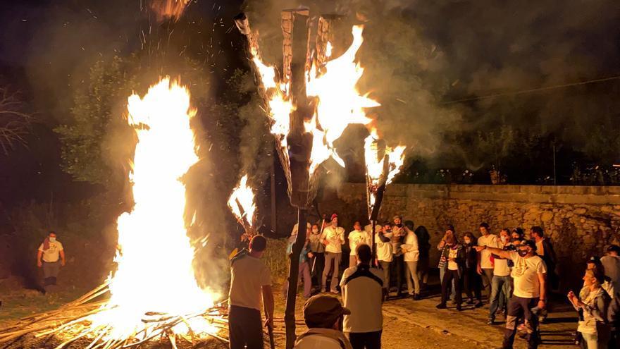 Alàs reviu la festa de les falles amb la participació d'unes 200 persones