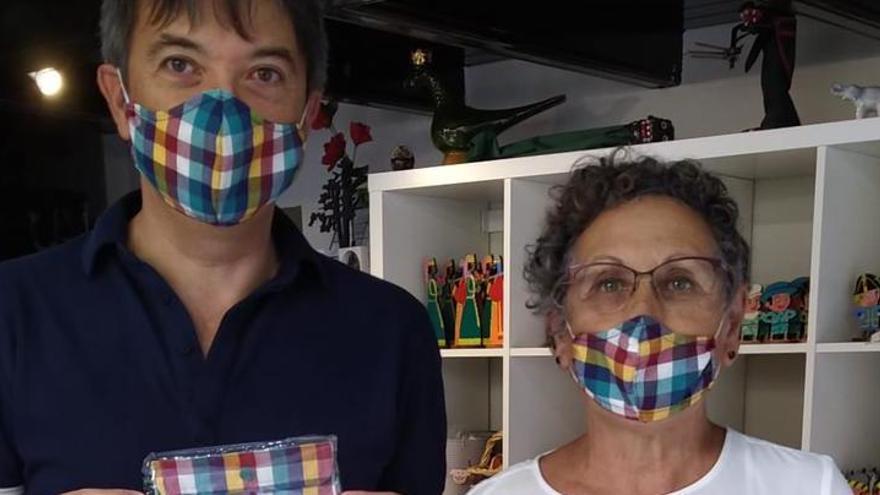 El Grup Horitzó del Berguedà fa mascaretes amb els colors de la Penya Boletaire