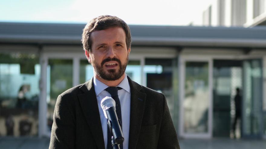 """Casado critica el """"populismo"""" de Vox y Podemos por justificar asaltar al Capitolio o rodear el Congreso"""