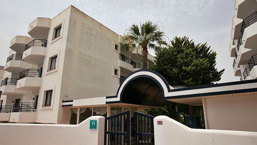 El auge de contagios obliga a habilitar otro hotel puente en Ibiza