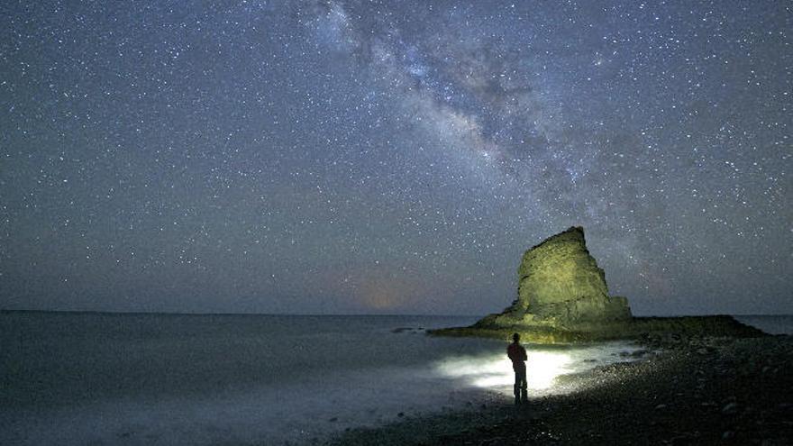 Localizan fuera de nuestra galaxia el origen de ráfagas rápidas de radio