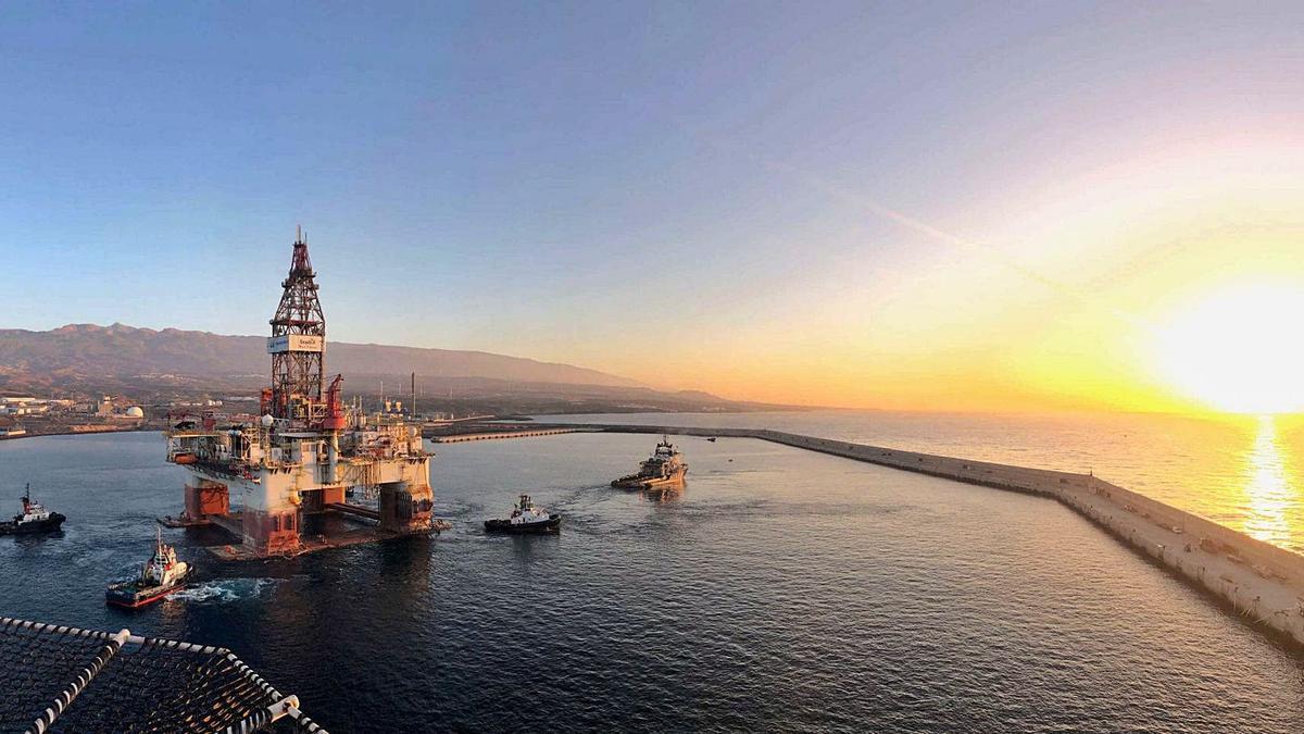 Una plataforma petrolífera en el Puerto de Granadilla.