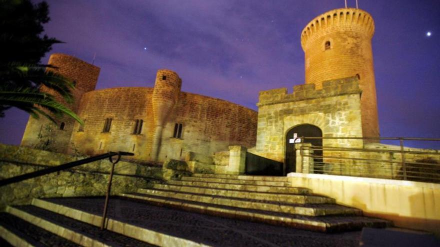 Rathaus genehmigt mehrfarbiges Castell Bellver