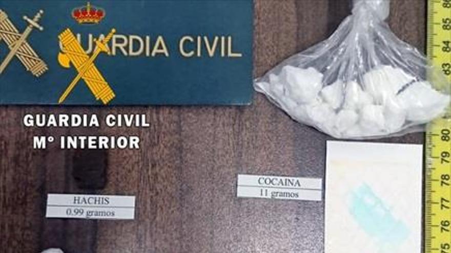 Detenidos cuando circulaban en un coche tres vecinos de Llerena con 430 dosis de cocaína para venta al menudeo