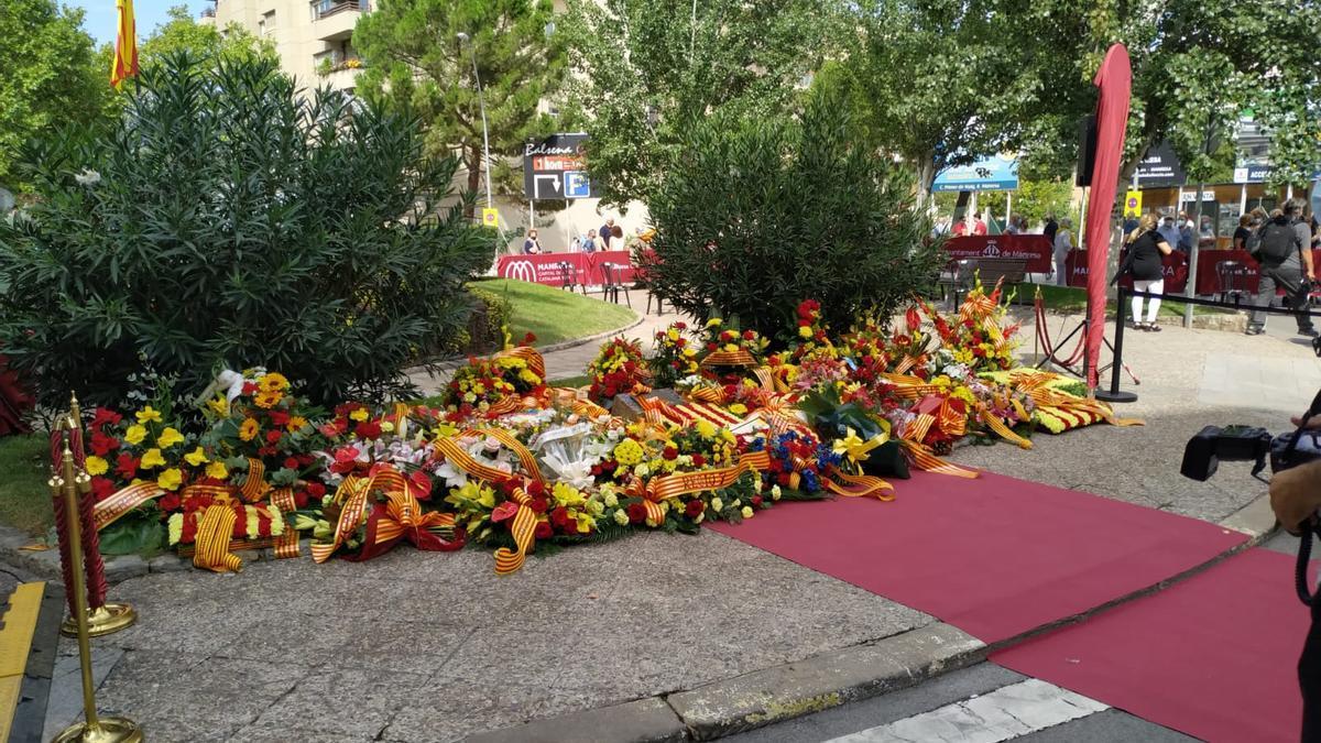 Ofrena floral per la Diada a Manresa