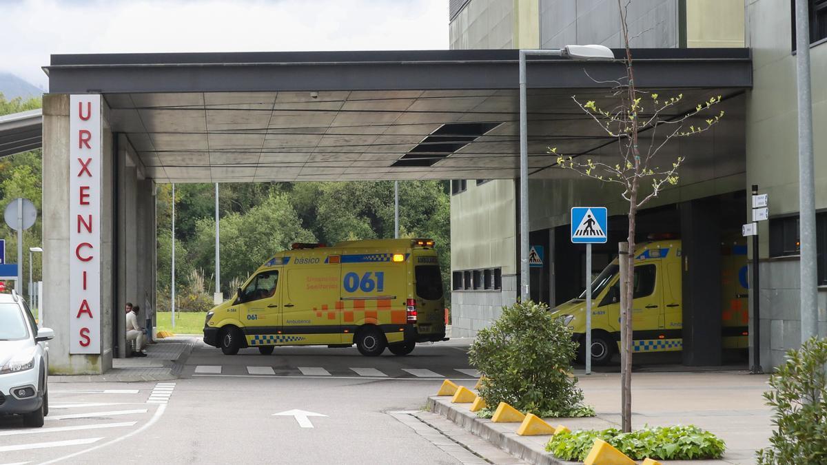 Ambulancias en las Urgencias del Álvaro Cunqueiro.