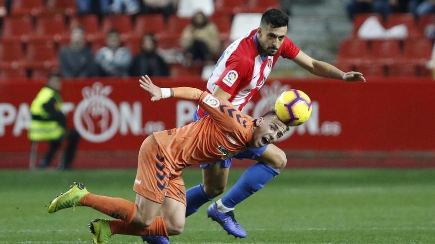 El exrojiblanco Álex Pérez vuelve a España para reforzar a un rival en Segunda del Sporting