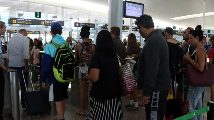 Els sindicats d'Aena convoquen 25 dies de vaga a tots els aeroports