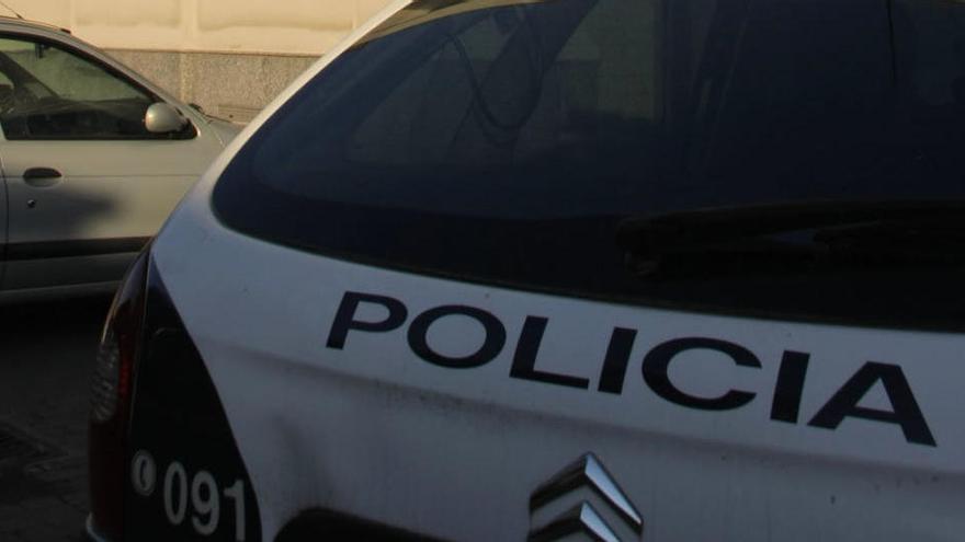 Detenidos tras ser sorprendidos subiendo por un muro un cordero robado