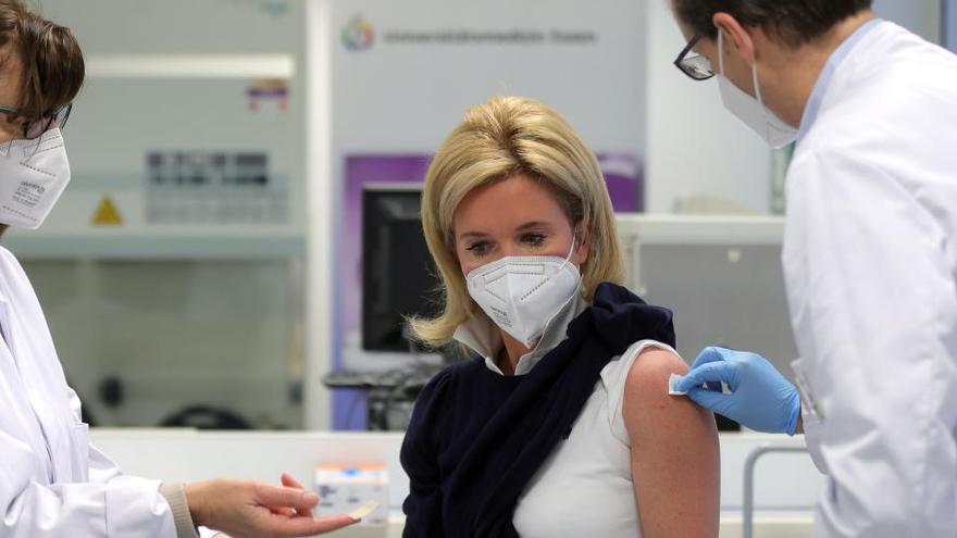 Bruselas tratará de mejorar la transparencia en los contratos de vacunas