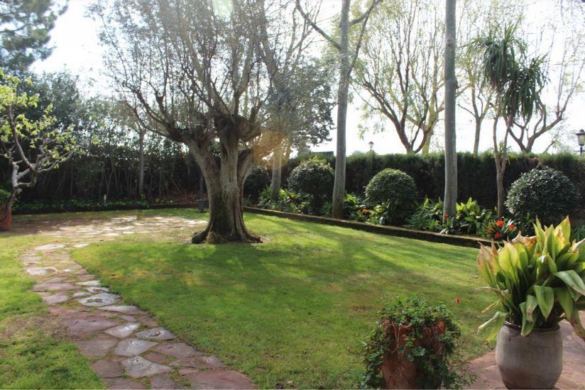 Así es la antigua masía de Manises del exministro Asunción