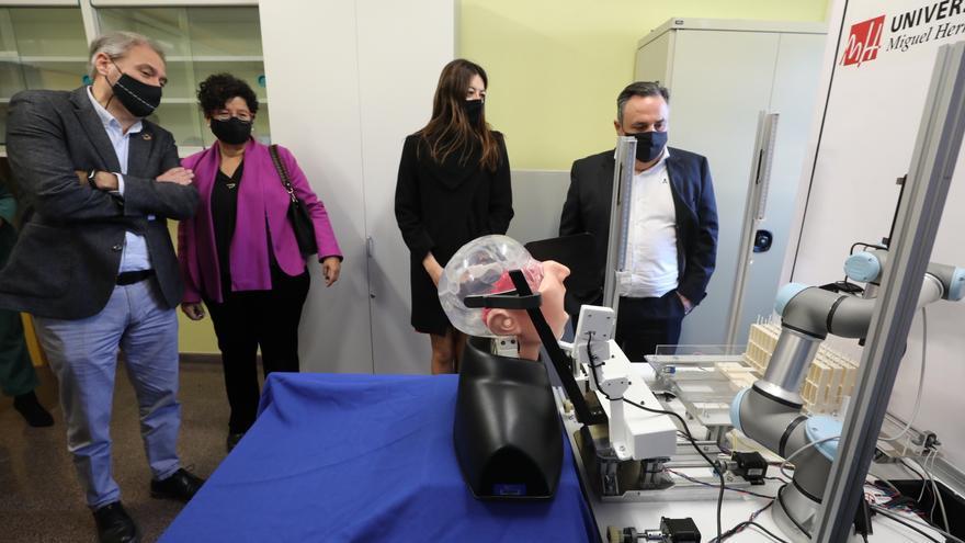 La UMH de Elche presenta un robot capaz de tomar muestras para realizar test de coronavirus