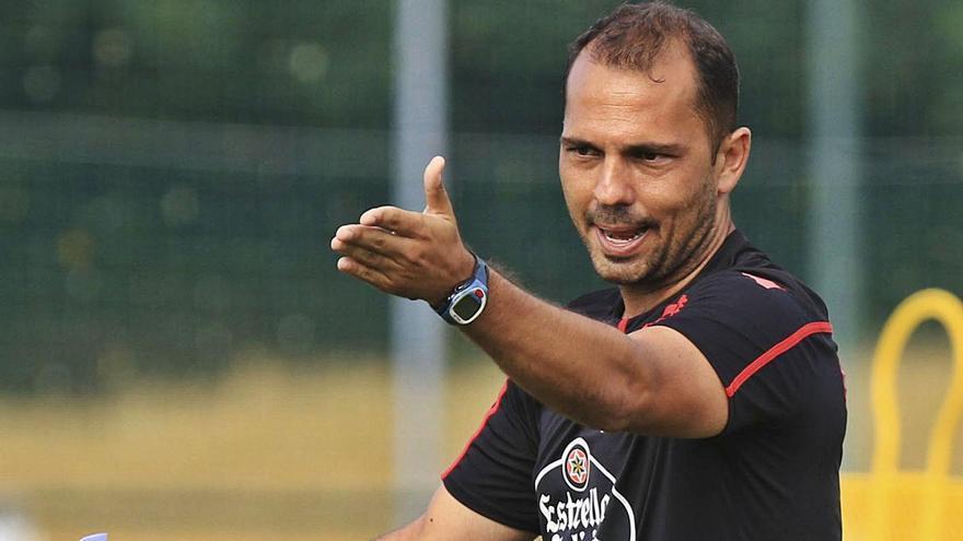El nuevo entrenador del Hércules, Alejandro Esteve, durante su reciente etapa en el Deportivo.