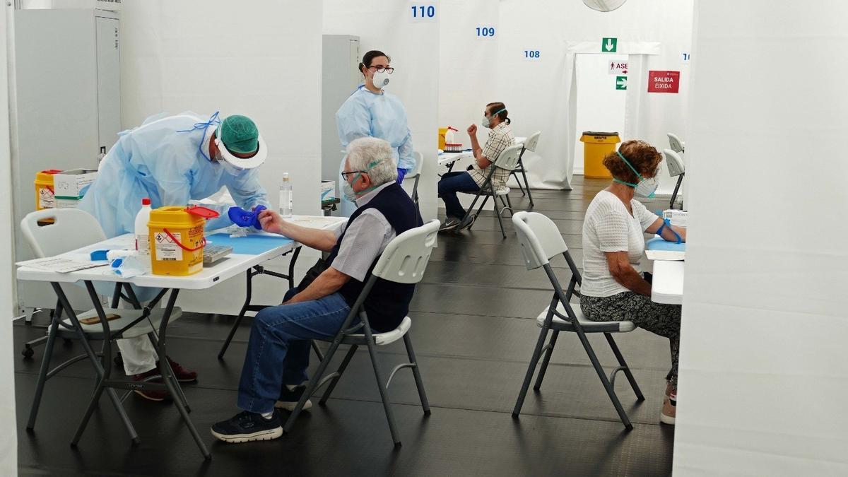 Archivo - Test de seroprevalencia en el hospital de campaña de Alicante en imagen de archivo