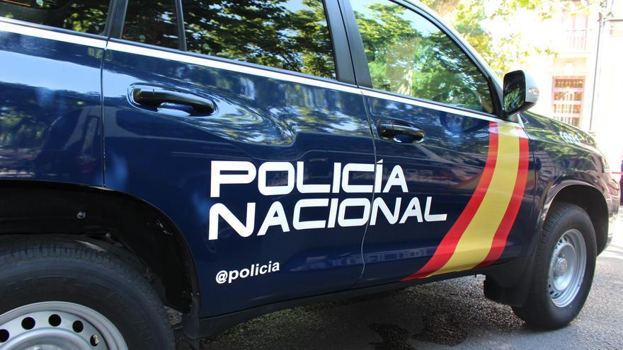 Una policía en prácticas salva la vida a una mujer haciéndole un torniquete