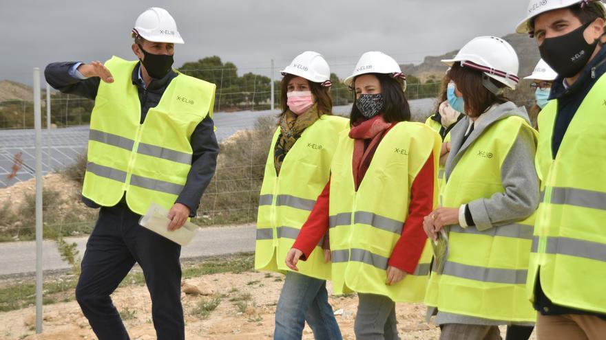 Xixona inaugura su planta solar fotovoltáica y la bautiza como 'Turroneros'