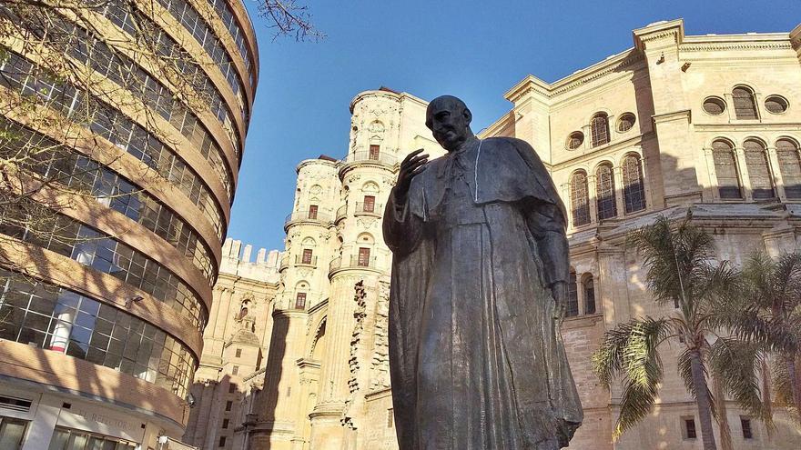 La estatua del cardenal Herrera Oria y su traza