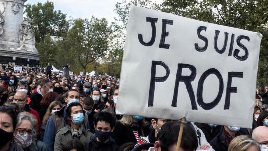 "Francia anuncia ""acciones masivas"" contra 76 mezquitas"