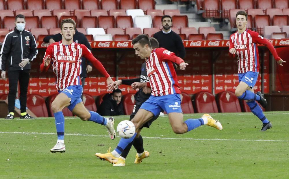 El partido entre el Sporting y la Ponferradina, en imágenes