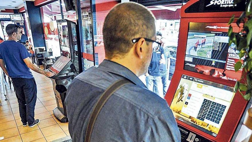 La Xunta impone cinco sanciones al mes en materia de juego a bares, salones o bingos