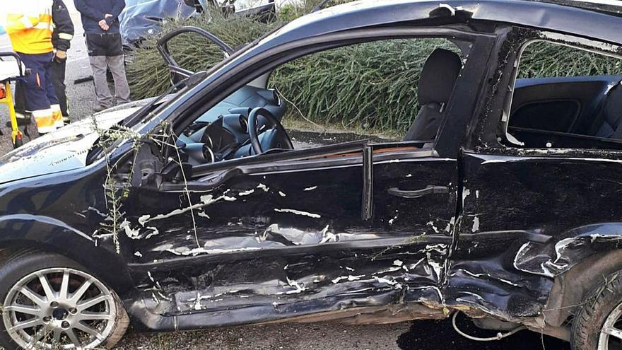 Dos heridos en Valdés al chocar sus vehículos en una recta de Otur