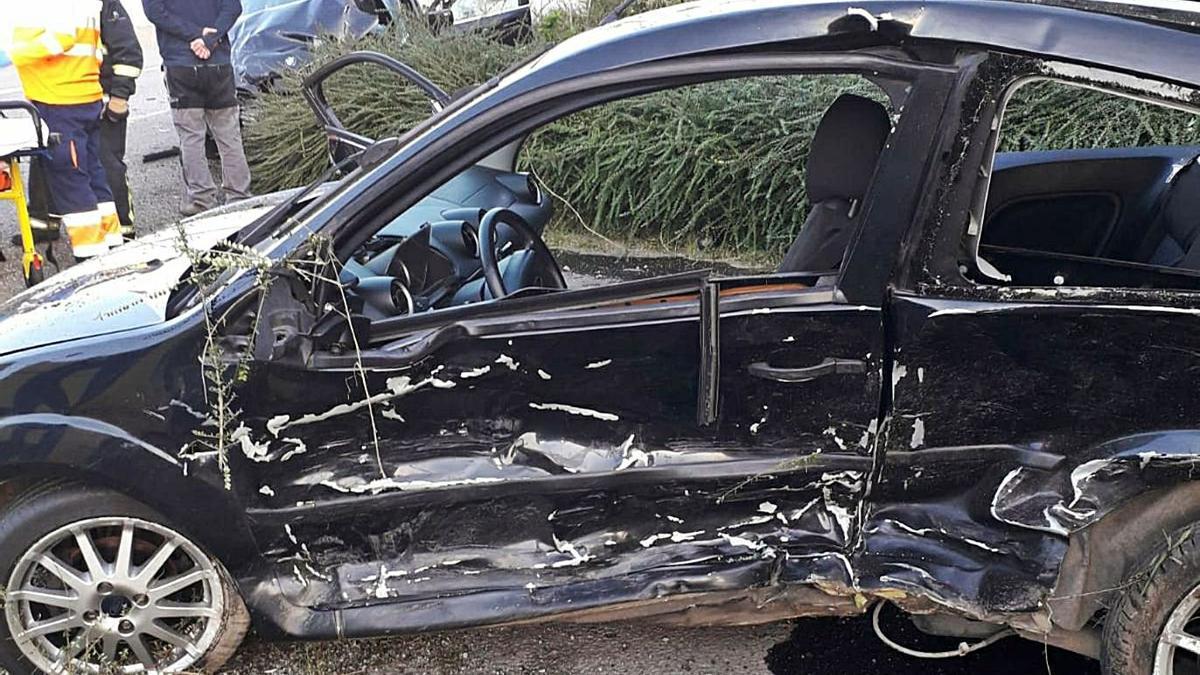 Uno de los vehículos implicados en el suceso de ayer en Valdés.   SEPA