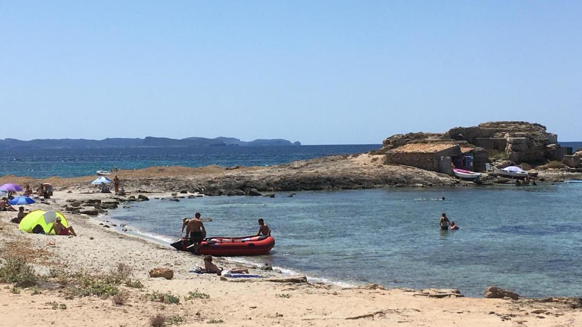 Continúa la presencia de embarcaciones a pie de arena en playas de Mallorca