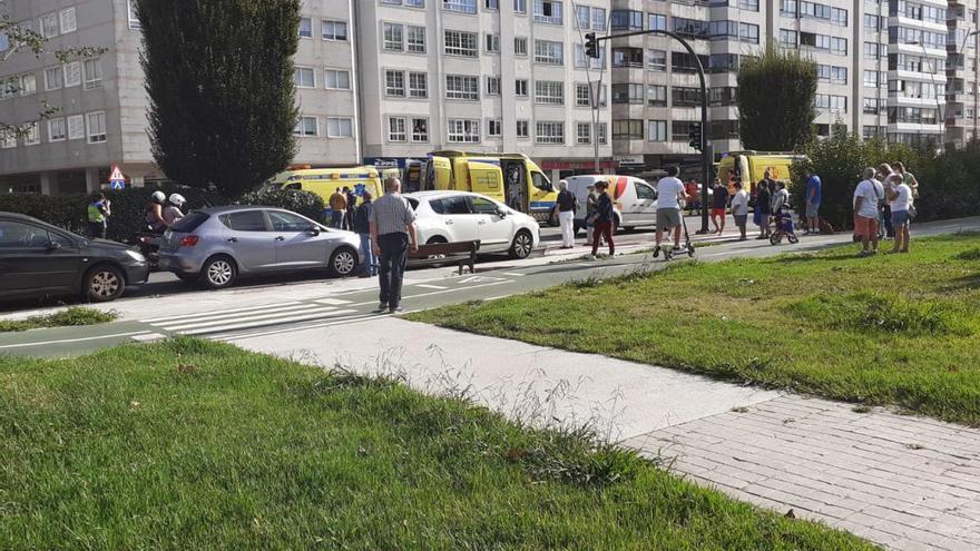Un menor en estado grave tras ser atropellado en la Avenida de Castelao