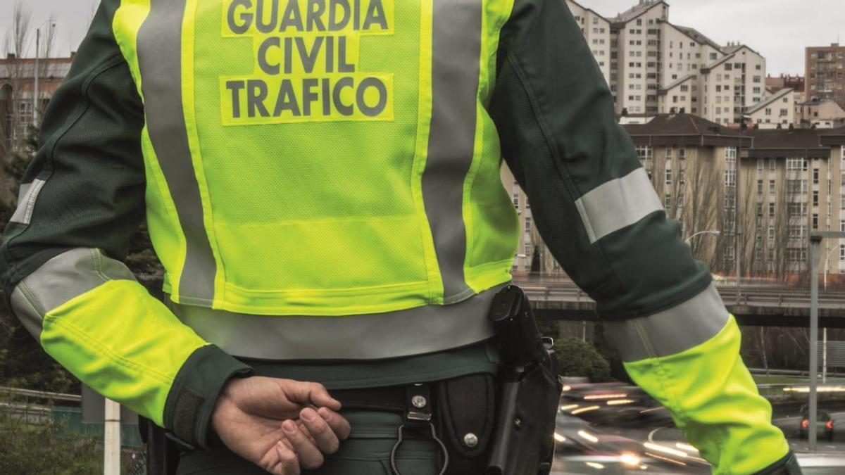 Un control de la guardia civil de tráfico en una salida