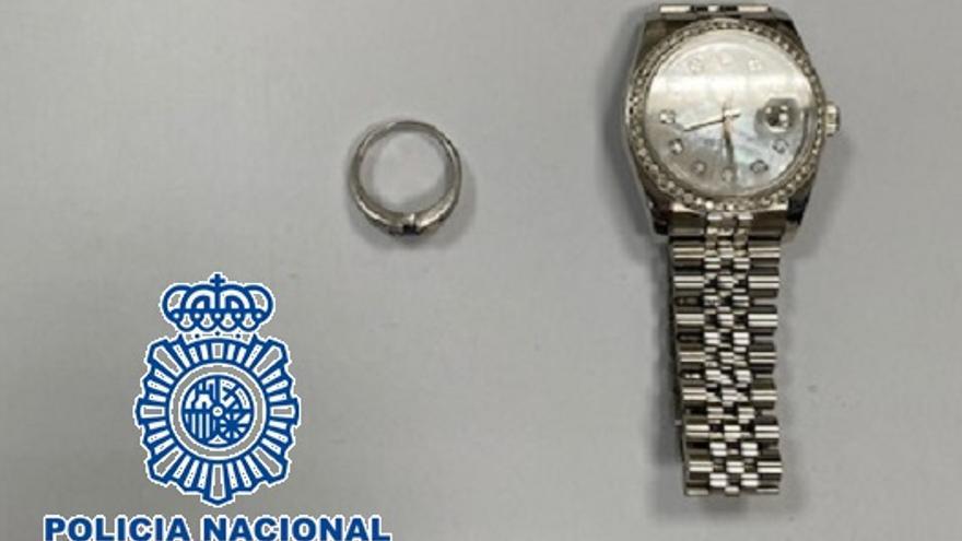 Una turista sueca simula el robo de sus joyas en Fuengirola para cobrar el seguro