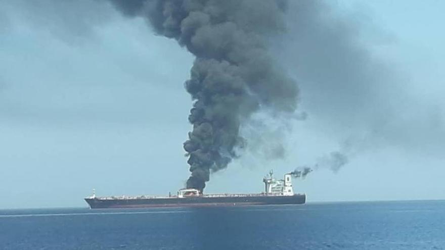 Evacuados dos petroleros tras ser atacados en el golfo de Omán