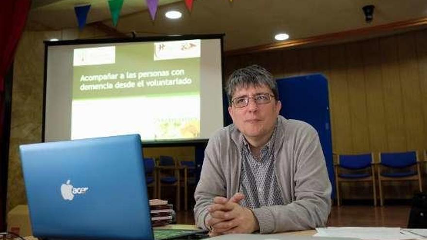 El patronato San José acoge un taller de voluntariado para acompañar a las personas con demencia