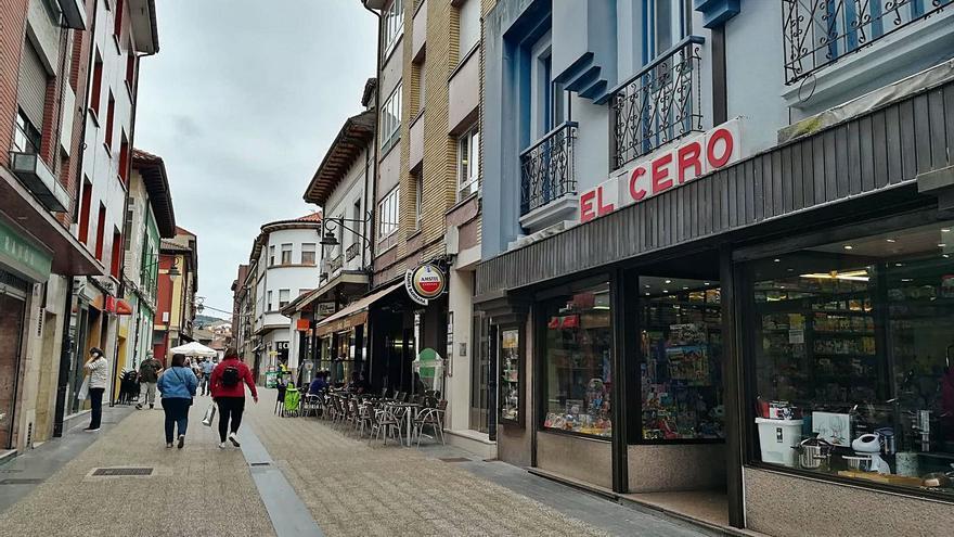El pequeño comercio sierense repunta en Lugones, pero no acaba de despegar en la Pola