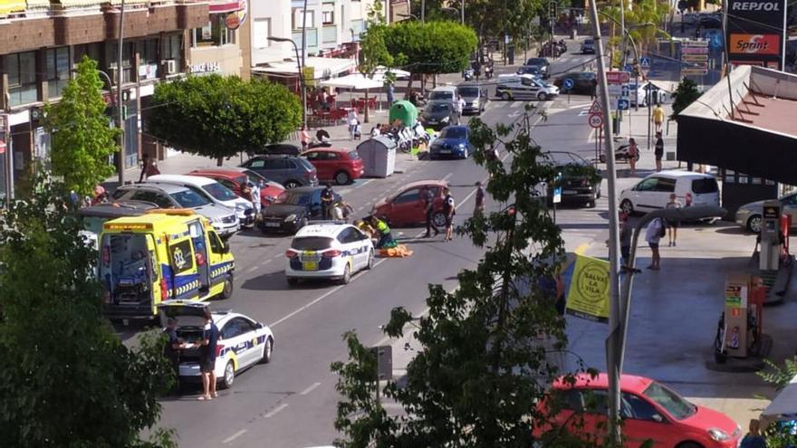 Un coche vuelca en un accidente en plena calle de la Vila Joiosa