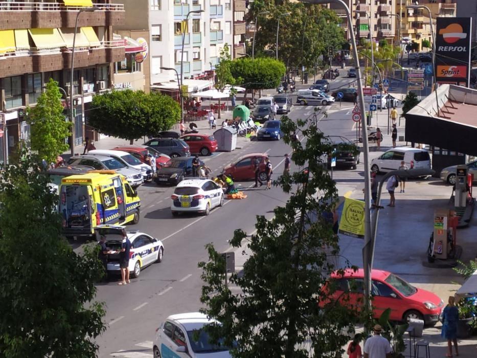 Un coche vuelca en plena calle en La Vila Joiosa.