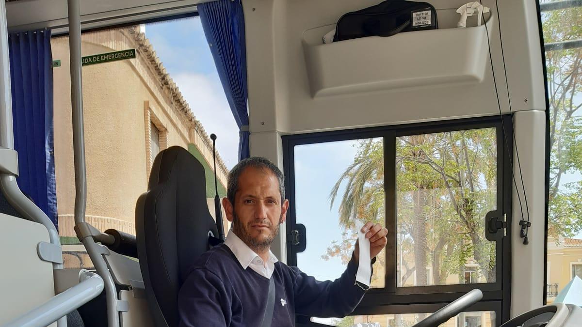 Conductor del bus en la Pobla.