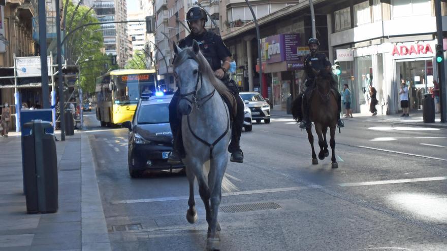 La Unidad de Caballería de la Policía Nacional ya patrulla en Murcia