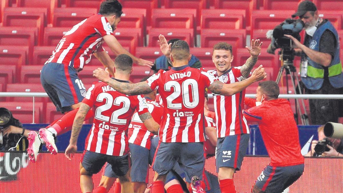 Los jugadores del Atlético de Madrid celebran la victoria ante el Osasuna.