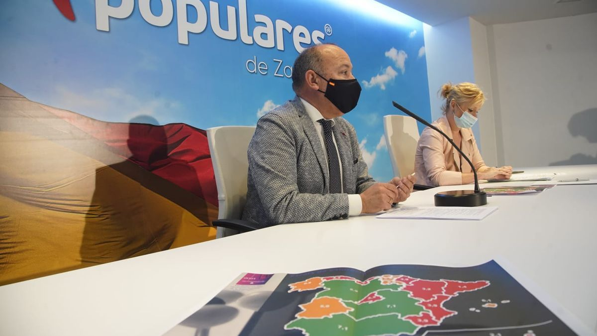 Los representantes del PP, durante la rueda de prensa en Zamora.