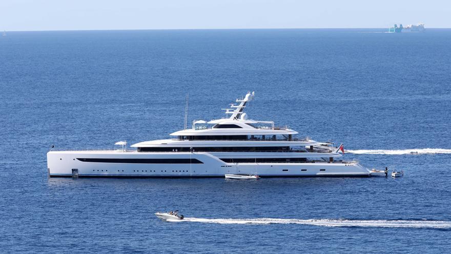 Jack Ma, el hombre más rico de China, pasea por el puerto de Andratx y compra decoración