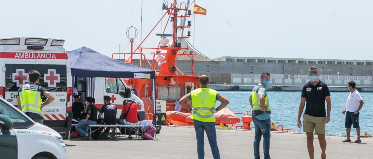 A las 14.00 horas ha llegado una sexta patera a la provincia, ésta a Alicante capital.
