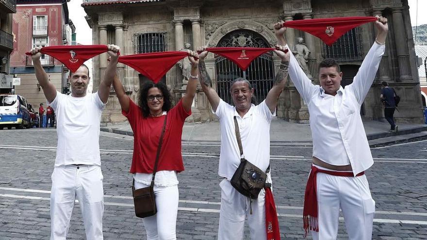 Pamplona, sin chupinazo ni Sanfermines, se viste de fiesta