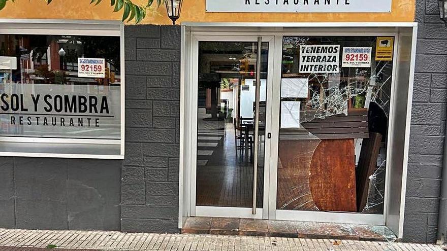 Atracan un restaurante en Gijón mientras la dueña miraba por la ventana