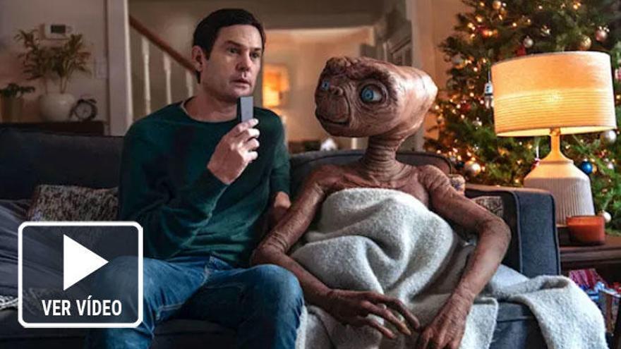 E.T. se reencuentra con Elliot en la Tierra en un cortometraje