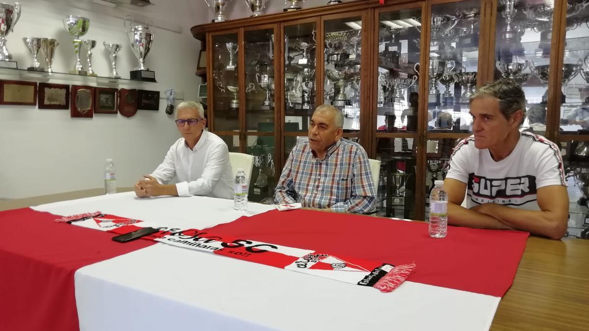 Un momento de la presentación de Jorge Otero como nuevo entrenador arlequinado.
