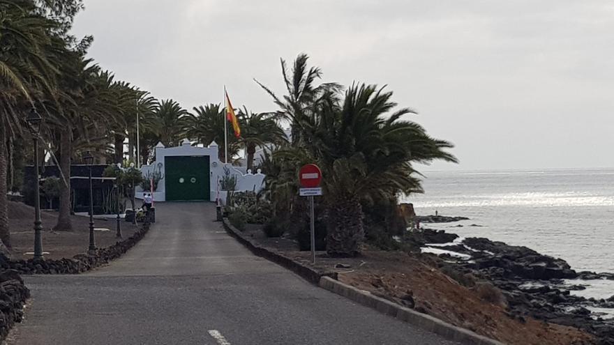 Expectación en La Mareta ante la llegada de Pedro Sánchez