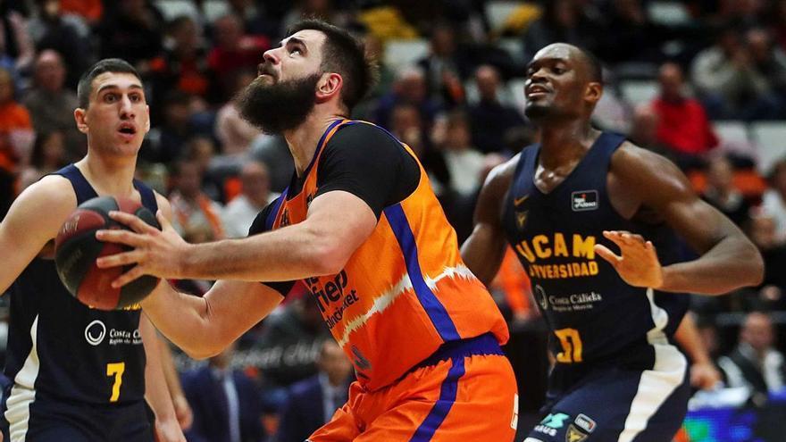 Doble récord a tiro del montenegrino Bojan Dubljevic en el Valencia Basket